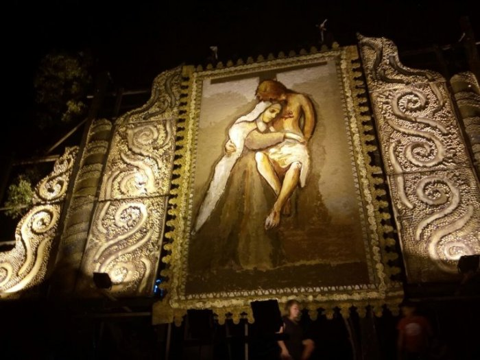 vista-del-retablo-que-se-esta-ensamblando-en-la-olla-azulgrana-_764_573_1603767
