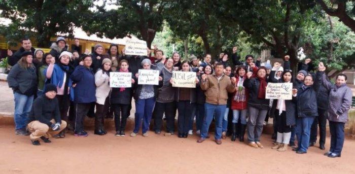 docentes-de-central-que-estan-recibiendo-capacitacion-se-manifestaron-ayer-en-el-colegio-saturio-rios-debido-a-que-este-ano-aun-no-se-le_970_476_1646509