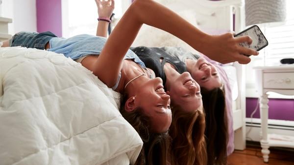 adolescentes-con-el-celular