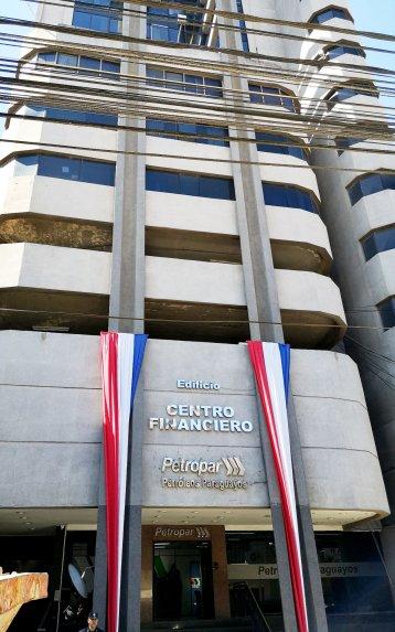 el-edificio-centro-financiero-esta-destinado-a-las-oficinas-de-petropar-el-piso-10-pertenece-a-ramon-gonzalez-daher-pero-este-se-lo-alquila_358_573_1659198