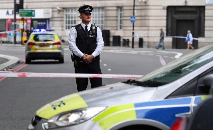 miembros-de-la-policia-colocan-un-perimetro-de-seguridad-en-el-parlamento-britanico-en-londres-reino-unido-hoy-14-de-agosto-de-2018-_941_573_1654217